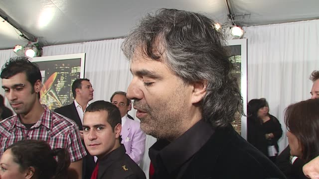 vidéos et rushes de andrea bocelli/ singer mr bocelli talks about being in new york and why it's the perfect town to host the awards he talks about having performed at... - andrea bocelli