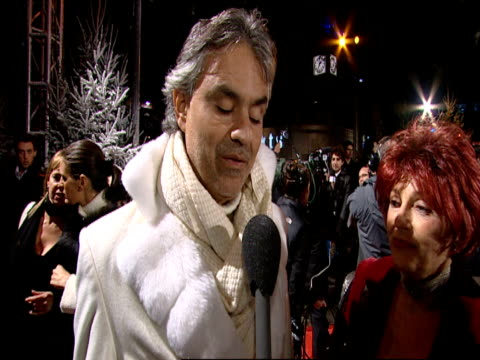 vidéos et rushes de andrea bocelli talks how this is a dream for him to sing for a film on the song and what it means to him at the a christmas carol premiere and... - andrea bocelli