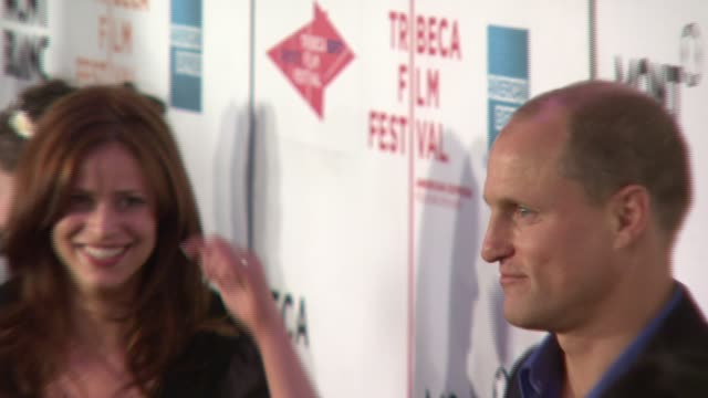 andrea savage, and woody harrelson at the 'the grand' at the 2007 tribeca film festival at bmcc tribecapac in new york, new york on april 27, 2007. - woody harrelson stock-videos und b-roll-filmmaterial