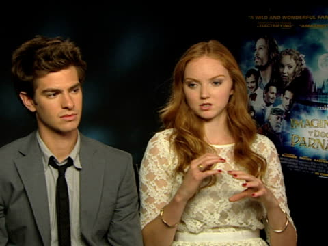 andrew garfield and lily cole on their reaction to the film, on how the nucleus of the story came out, on how the film is rediscovered when watched... - cellkärna bildbanksvideor och videomaterial från bakom kulisserna
