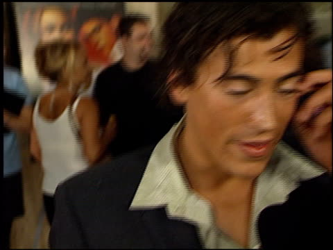 stockvideo's en b-roll-footage met andrew keegan at the 'o' premiere at century plaza in century city, california on august 27, 2001. - century plaza
