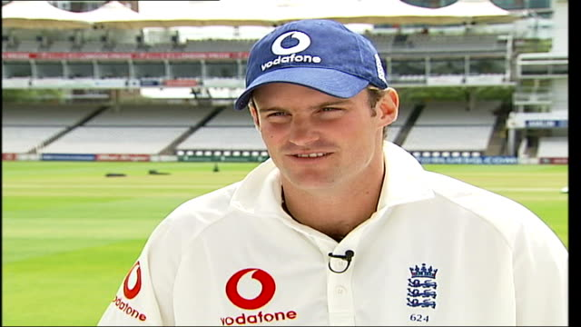 andrew strauss interview; itn england: ext strauss pausing on steps as along tilt up strauss along holding cricket bat andrew strauss interviewed sot... - クリケット選手点の映像素材/bロール