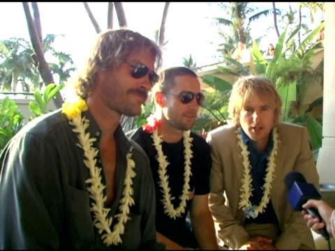 andrew wilson, luke wilson and owen wilson say hello from the maui film festival at the 2005 maui film festival tribute to the wilson brothers at... - オーウェン・ウィルソン点の映像素材/bロール
