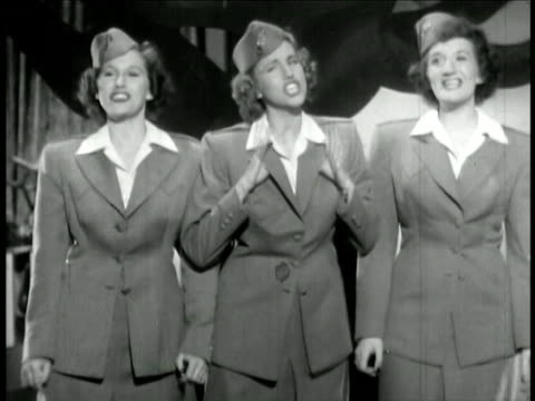 andrews sisters in uniform singing together / feature film - 1942年点の映像素材/bロール