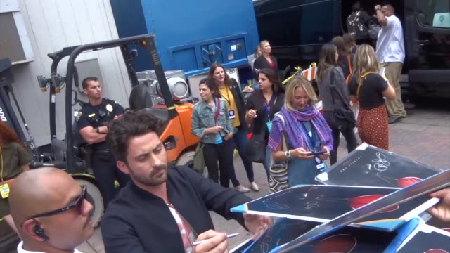 stockvideo's en b-roll-footage met andy bean signs autographs for fans outside a taping of conan o'brien at comiccon 2019 in san diego on july 17 2019 at celebrity sightings in san... - signeren