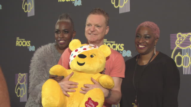 andy bell erasure at bbc children in need rocks the 80s at sse arena on october 19 2017 in london england - モダンロック点の映像素材/bロール