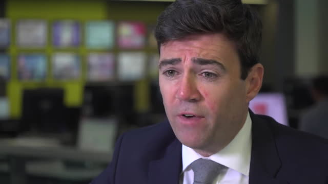 andy burnham, ex-mp and mayor of greater manchester, expresses his sadness at the 'incalculable' damage caused by the nhs contaminated blood scandal... - rnaウイルス点の映像素材/bロール