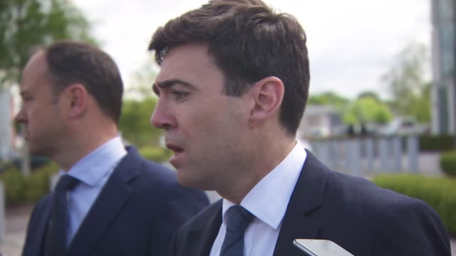 andy burnham saying manchester will not be defeated by this and speaks about the city's previous response to the 1996 ira bombing - manchester arena stock videos & royalty-free footage