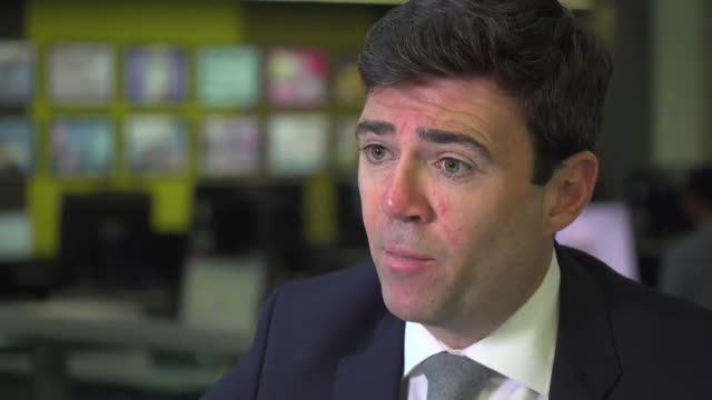 andy burnham says that although it will not now be possible to achieve full justice for victims of the nhs contaminated blood scandal, he believes... - rnaウイルス点の映像素材/bロール