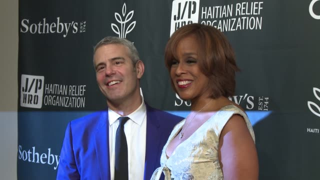 andy cohen and gayle king at sean penn friends haiti takes root benefit dinner auction supporting j/p haitian relief organization at sotheby's on may... - サザビーズ点の映像素材/bロール