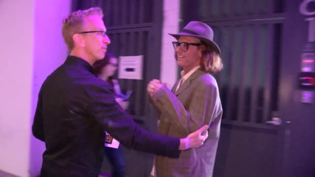 vídeos de stock, filmes e b-roll de andy dick and bob forest greet paparazzi while departing siren studios in hollywood at celebrity sightings in los angeles andy dick and bob forest... - andy dick