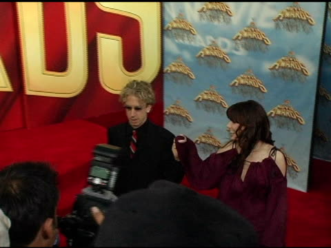 vídeos de stock, filmes e b-roll de andy dick and sandra bullock at the 2005 mtv movie awards arrivals at the shrine auditorium in los angeles california on june 4 2005 - andy dick