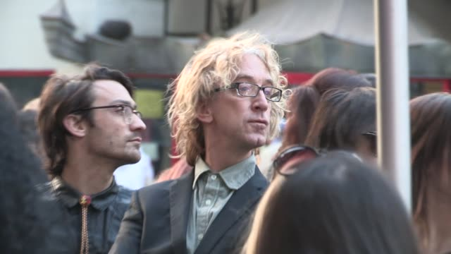 vídeos de stock, filmes e b-roll de andy dick arrives at the million dollar arm premiere in hollywood celebrity sightings in los angeles on may 06 2014 in los angeles california - andy dick