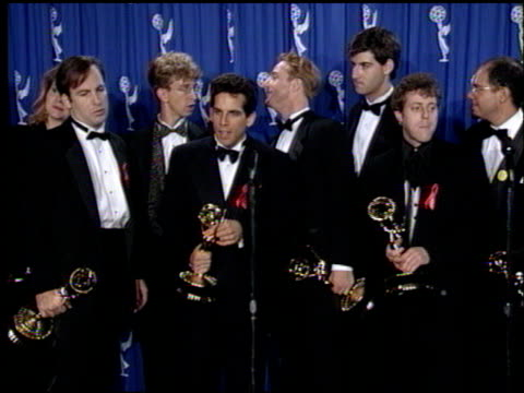 vídeos de stock, filmes e b-roll de andy dick at the 1993 emmy awards press room at the pasadena civic auditorium in pasadena california on september 19 1993 - andy dick