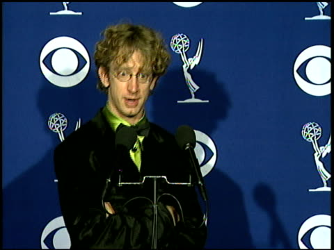 vídeos de stock, filmes e b-roll de andy dick at the 1997 emmy awards press room at the pasadena civic auditorium in pasadena california on september 14 1997 - andy dick