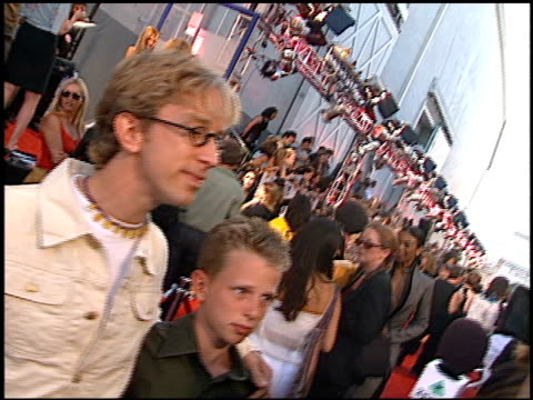 vídeos de stock, filmes e b-roll de andy dick at the 2000 mtv movie awards at sony studios in culver city california on june 3 2000 - andy dick