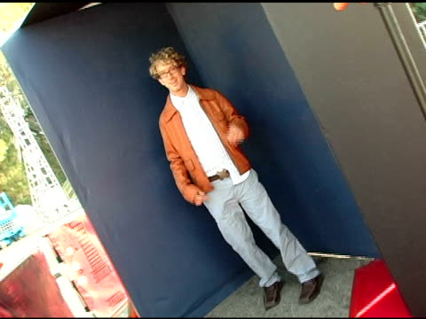 vídeos de stock, filmes e b-roll de andy dick at the 2005 teen choice awards exclusive onsite portrait studio at the universal amphitheatre in universal city california on august 15 2005 - andy dick