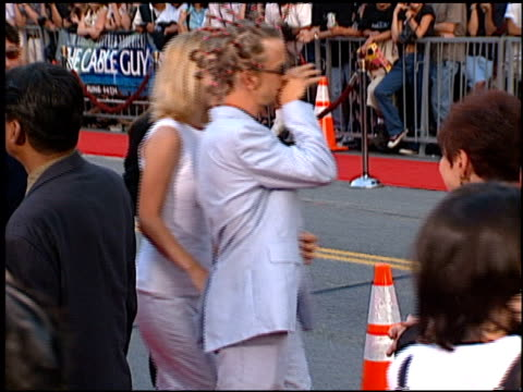 stockvideo's en b-roll-footage met andy dick at the 'cable guy' premiere at grauman's chinese theatre in hollywood, california on june 10, 1996. - mann theaters