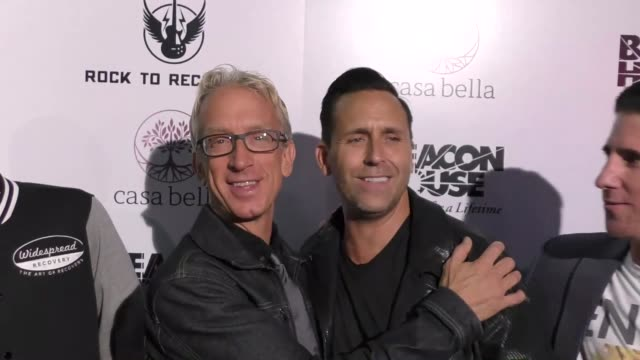 vídeos de stock, filmes e b-roll de andy dick jeremy jackson wesley geer arriving to rock for recovery at the fonda theatre in hollywood in celebrity sightings in los angeles - andy dick