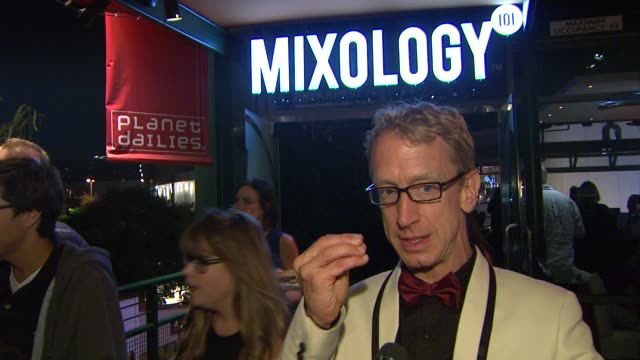 vídeos de stock, filmes e b-roll de interview andy dick on mixology101 who he's rooting for tomorrow what we can expect from tomorrow's performances at dancers and their star partners... - andy dick