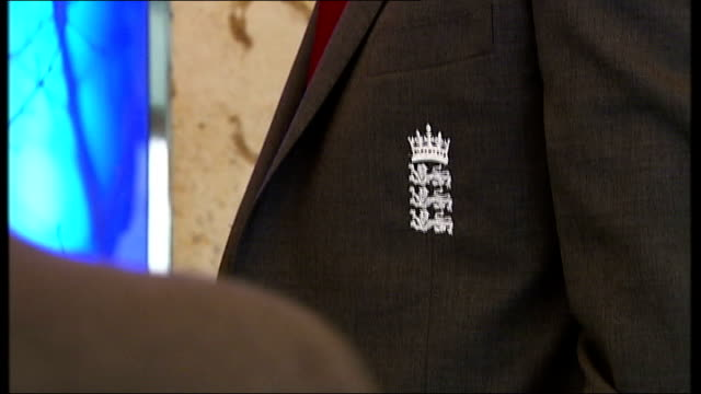 andy flower says focus is on cricket ahead of sri lanka tour england london heathrow int members of england cricket squad dressed in tour blazers... - クリケットバット点の映像素材/bロール