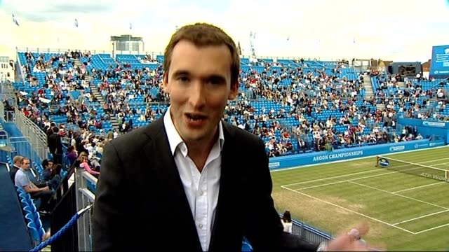 andy murray on course for wimbledon; reporter to camera - itv weekend late news点の映像素材/bロール