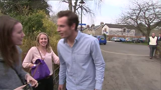 preparations scotland dunblane ext andy murray kissing women wellwishers as along towards dunblaen cathedral / andy murray and others in to cathedral - ダンブレーン点の映像素材/bロール
