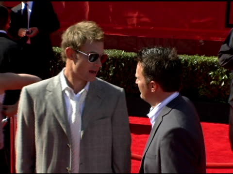 andy roddick and matthew perry at the 13th annual espy awards arrivals at the kodak theatre in hollywood california on july 13 2005 - andy roddick stock videos and b-roll footage