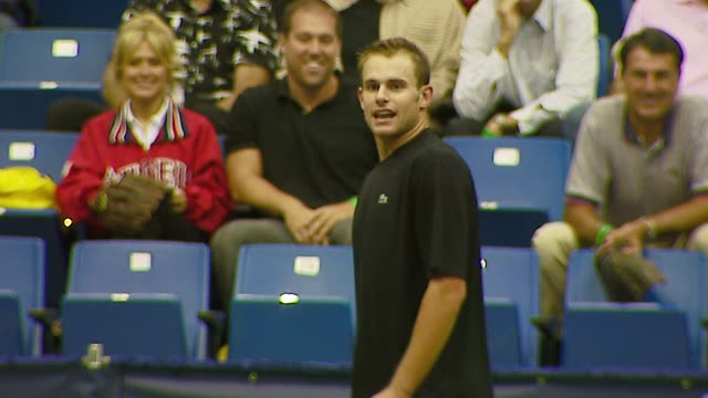 andy roddick at the advanta presents wtt smash hits celebrity tennis tournament at bren center university of irvine in irvine california on september... - andy roddick stock-videos und b-roll-filmmaterial