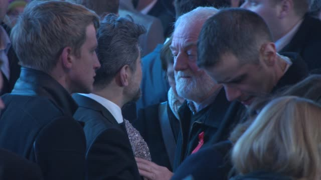 andy serkis, bernard cribbins at 'the hobbit: the battle of the five armies' world premiere at odeon leicester square on december 01, 2014 in london,... - the hobbit: the battle of the five armies stock videos & royalty-free footage
