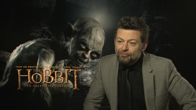 andy serkis on a blooper moment whilst shooting at the the hobbit an unexpected journey interviews on the 7th of march 2013 - ausrutscher stock-videos und b-roll-filmmaterial
