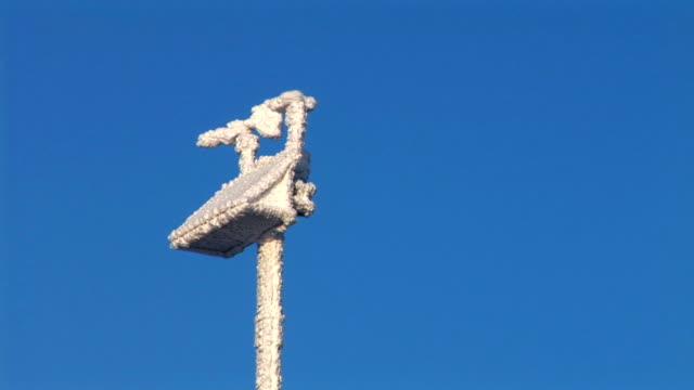 hd: windmesser - wetterstation stock-videos und b-roll-filmmaterial