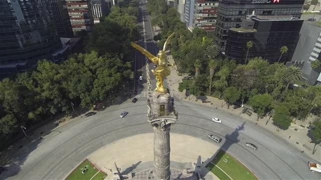 vídeos de stock, filmes e b-roll de angel and avenue - monumento da independência paseo de la reforma