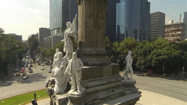 vídeos de stock, filmes e b-roll de angel column sculptures - monumento da independência paseo de la reforma