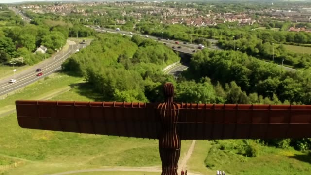 Angel of the North - Rear - left to right tracking shot