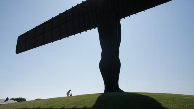 angel of the north sculpture by antony gormley, gateshead, newcastle-upon-tyne, tyne and wear, england, united kingdom, europe - angel stock videos and b-roll footage