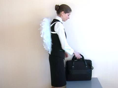 vídeos y material grabado en eventos de stock de ángel devoluciones de trabajo. - ala de animal