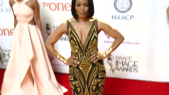 stockvideo's en b-roll-footage met angela bassett at the 46th annual naacp image awards arrivals at pasadena civic auditorium on february 06 2015 in pasadena california - pasadena civic auditorium