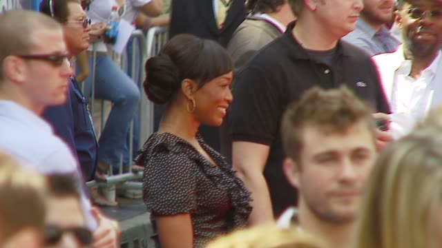 angela bassett at the 'meet the robinsons' premiere at the el capitan theatre in hollywood, california on march 25, 2007. - el capitan kino stock-videos und b-roll-filmmaterial