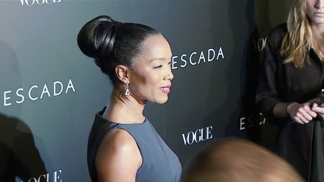 angela bassett at the the grand opening of the beverly hills flagship boutique celebrated by escada, hilary swank and vogue at escada in beverly... - escada stock-videos und b-roll-filmmaterial