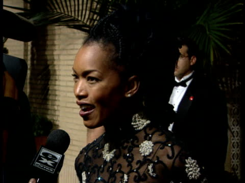 Angela Bassett talking to reporter on red carpet