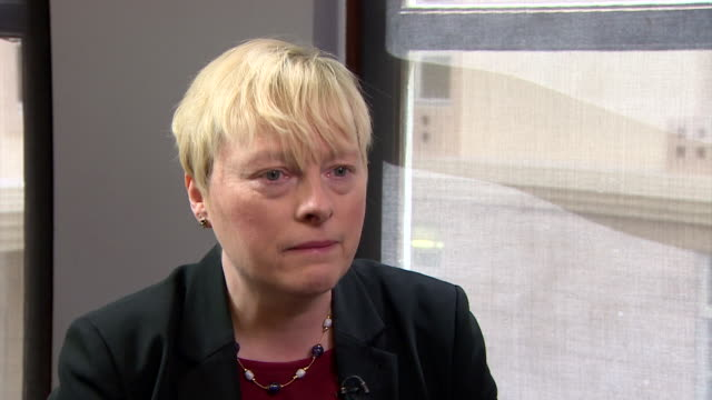 angela eagle saying that she feels she served in the best way i can but that she had to resign from jeremy corbyn's shadow cabinet - parlamentsmitglied stock-videos und b-roll-filmmaterial