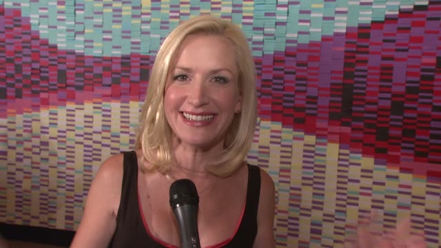 angela kinsey wishes post it a happy 30th anniversary at the angela kinsey unveils postit 30th anniversary billboard at new york ny - angela kinsey stock videos and b-roll footage