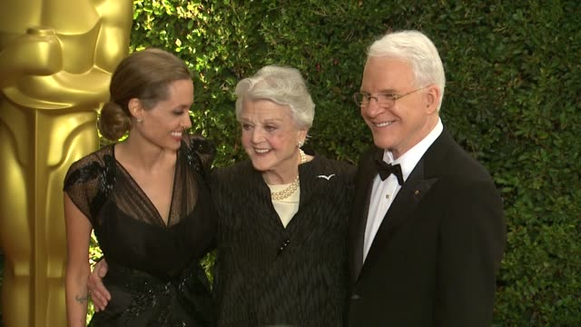 angela lansbury angelina jolie steve martin at academy of motion picture arts and sciences' governors awards in hollywood ca on - 映画芸術科学協会点の映像素材/bロール