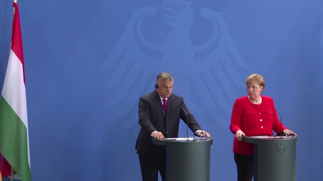 vídeos y material grabado en eventos de stock de angela merkel and viktor orban hold talks days after the german chancellor made key border policy concessions to hardliners who have embraced the... - cultura húngara