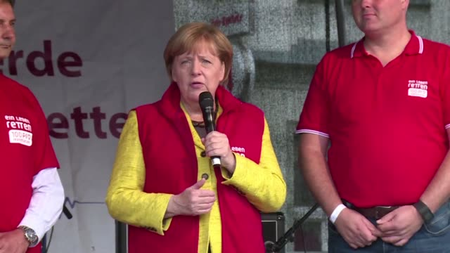Angela Merkel campaigns in Greifswald the day before Germany head to the polls