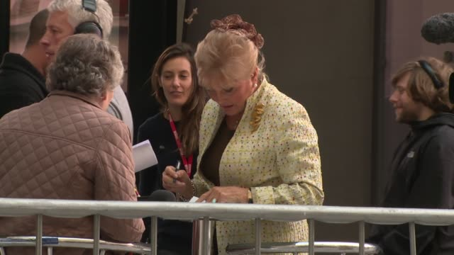 angela rippon at london celebrity sightings on 20th october 2014 in london, england. - アンジェラ リッポン点の映像素材/bロール