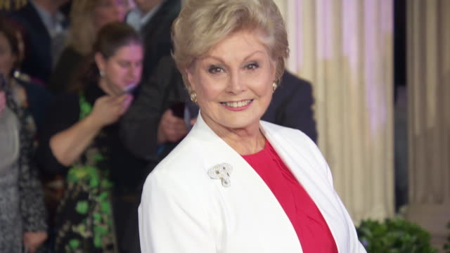 angela rippon at the lion king gala performance at lyceum theatre on october 19, 2019 in london, england. - アンジェラ リッポン点の映像素材/bロール