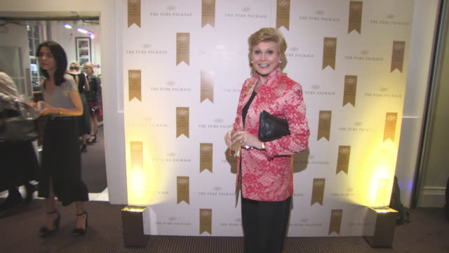 angela rippon at the wellness awards at bafta on february 01, 2018 in london, england. - アンジェラ リッポン点の映像素材/bロール