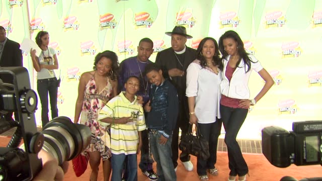 angela simmons, joseph simmons, jr, daniel simmons, russell simmons ii, vannessa simmons and reverend run at the 2007 nickelodeon's kids' choice... - nickelodeon stock videos & royalty-free footage